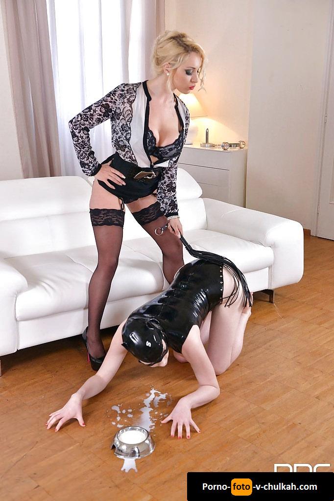 Госпожа Заставила Свою Рабыню Лизать Ей Попку